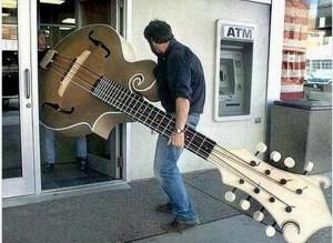 guitare-enorme