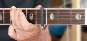 https://apprendre-la-guitare-debutant.com - B Maj - position de G capo 4